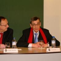 Carlos Pujol en la presentación de un libro de Salvador Aragonés en la UIC